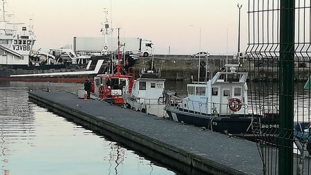 Fallece ahogada al volcar con su embarcación en Ribeira