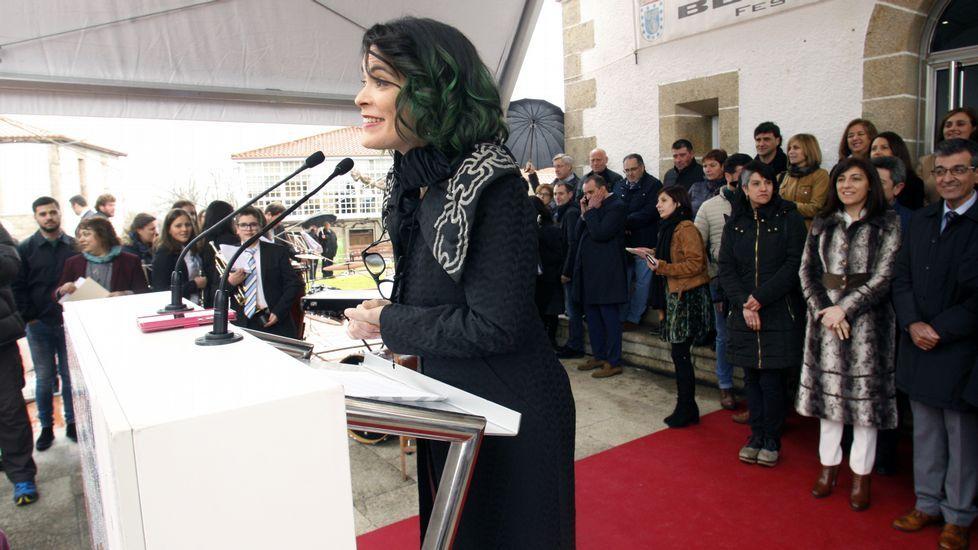 Cristina pato brindó en su pregón por  pola música, o amor ao noso, os produtos da nosa terra, o viño de Amandi e a Ribeira Sacra