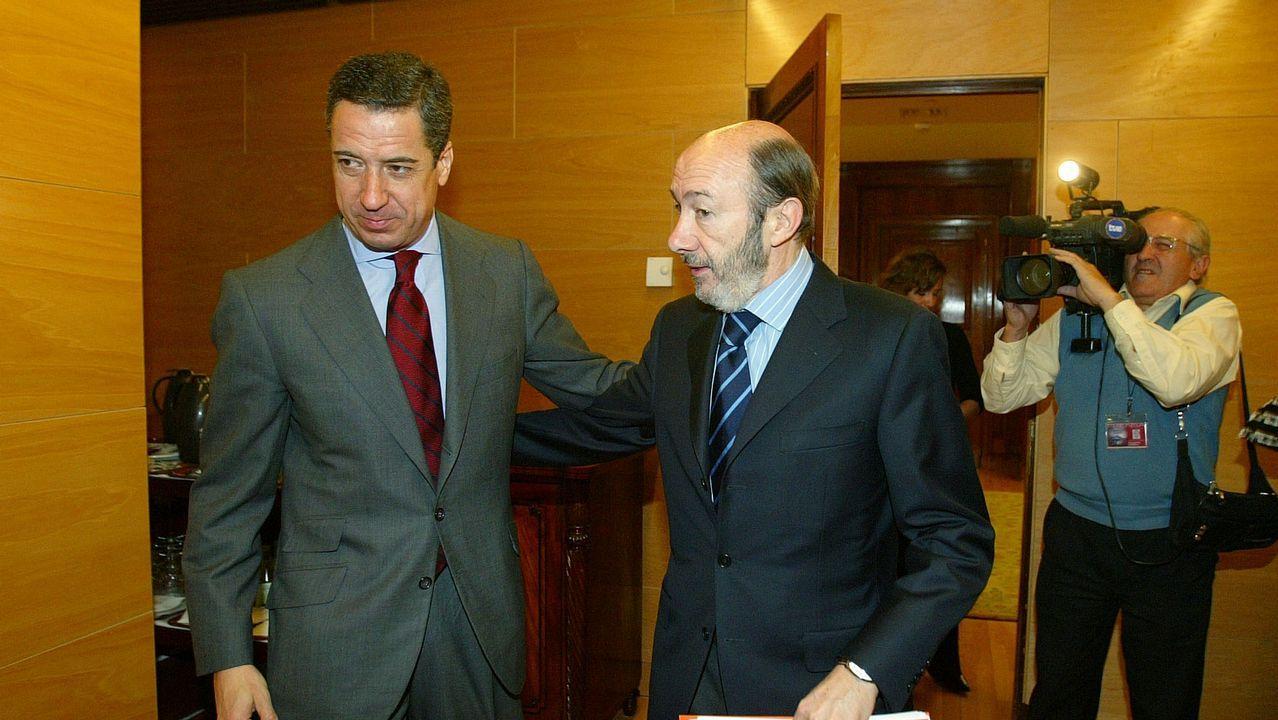 Reunión con el portavoz popular, Eduardo Zaplana, en el 2006 tras el alto al fuego roto por ETA