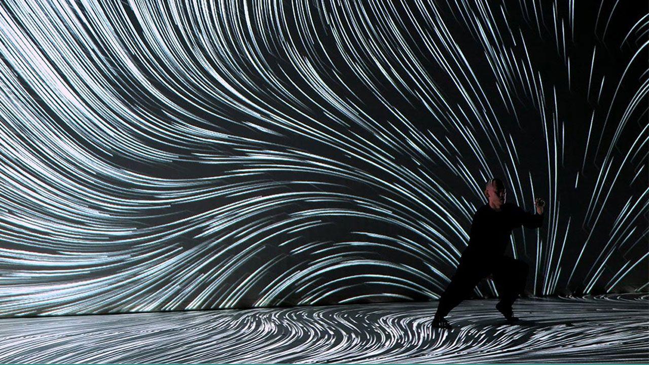Un momento de la performance 'Intensional Particle' de Hiroaki Umeda