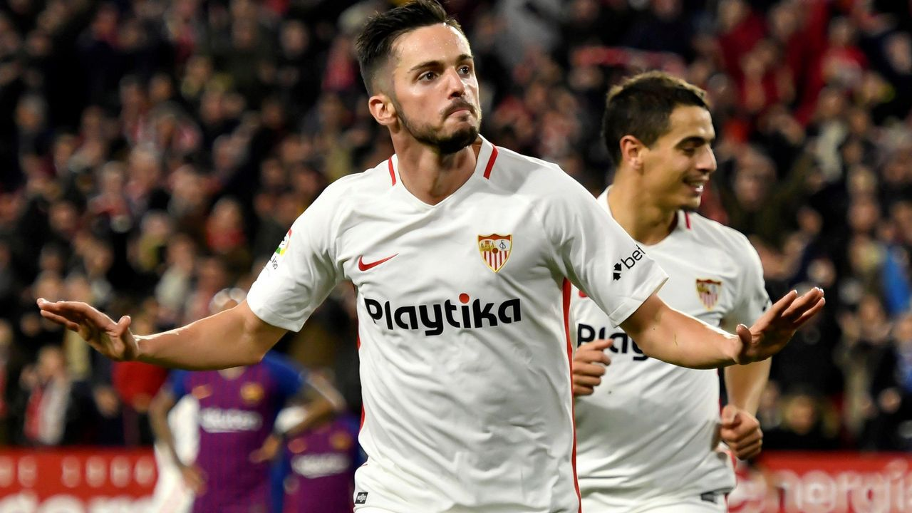 Santi Cazorla celebrando uno de sus dos goles al Real Madrid