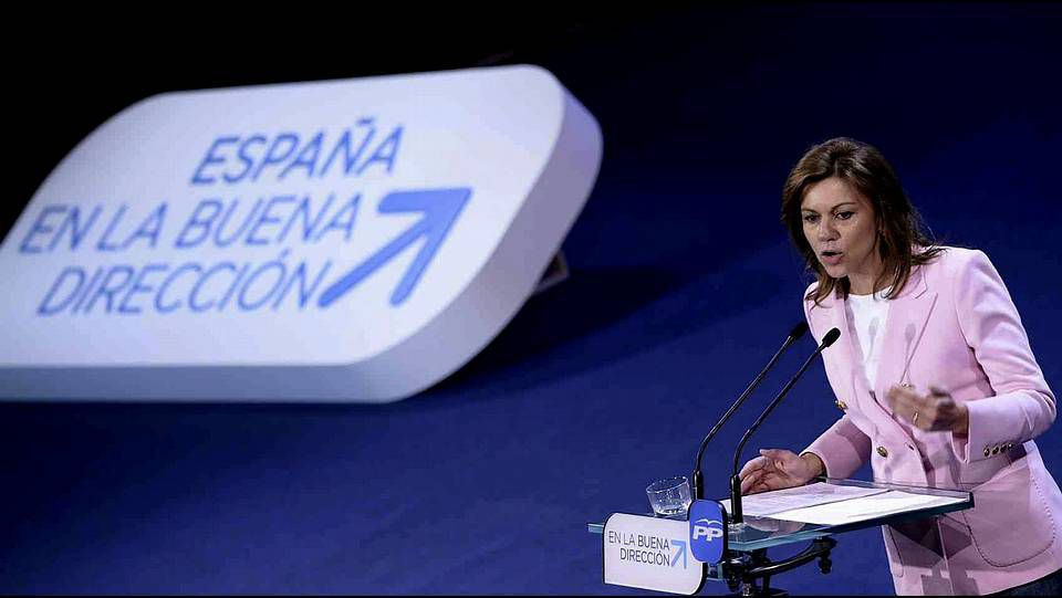 Los representantes del PPdeG en la convención posan en torno a Feijoo, Ana Pastor, Pilar Rojo y Alfonso Rueda.