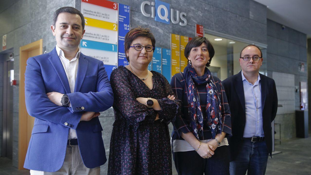 Aprobada la primera terapia celular de Europa para lesiones medulares.José Brea, Ángeles Expósito, Carmen Pampín y Jacobo Cruces, de las empresas, ayer en el Ciqus.