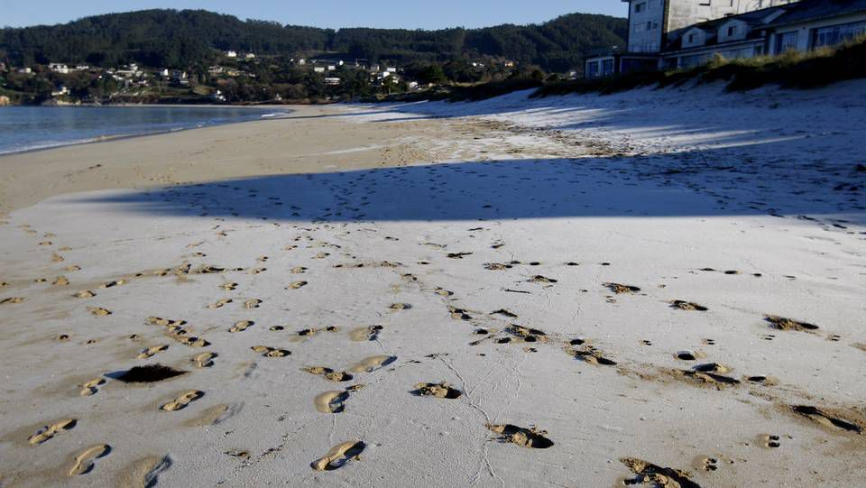 monforte.Helada en una playa de Viveiro