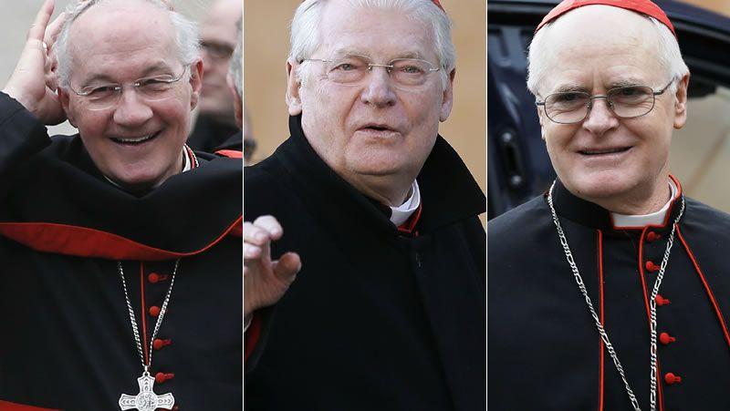 Papables.El papa, consultando su reloj, tras la celebración ayer de la Jornada de las Hermandades.