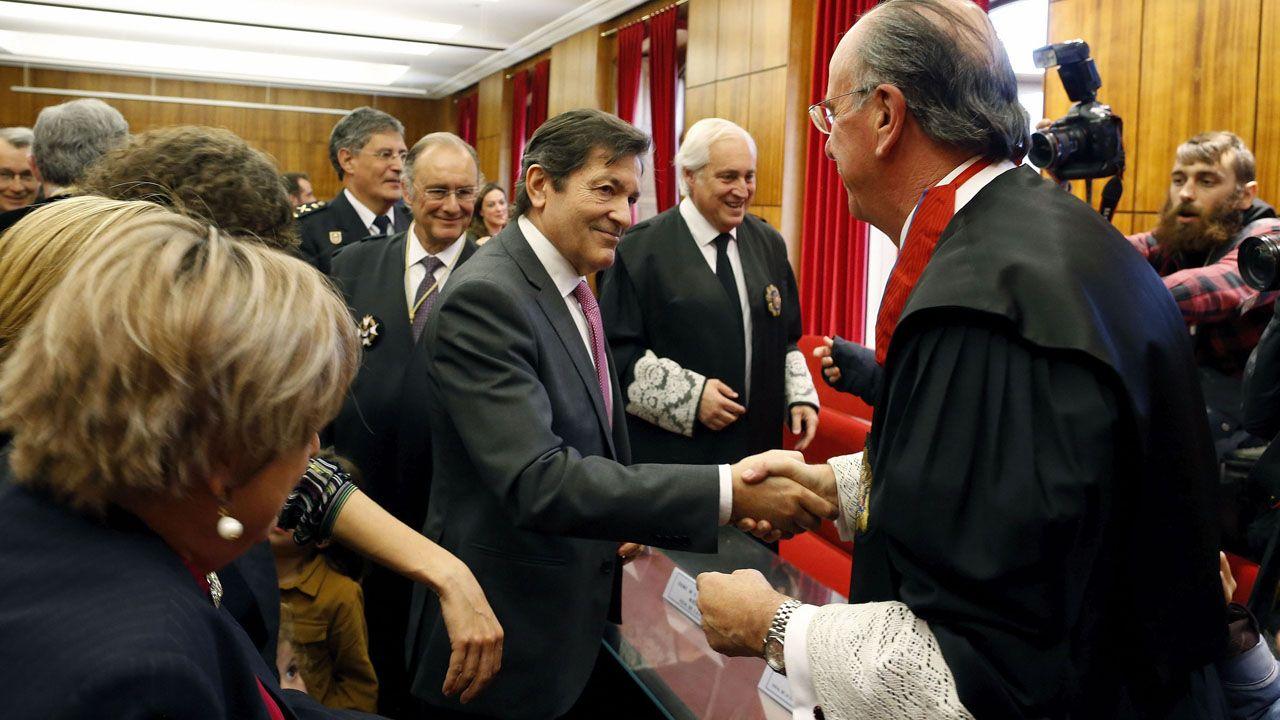 La élite de la justicia asturiana.Imagen de la entrada de la cárcel de Teixeiro