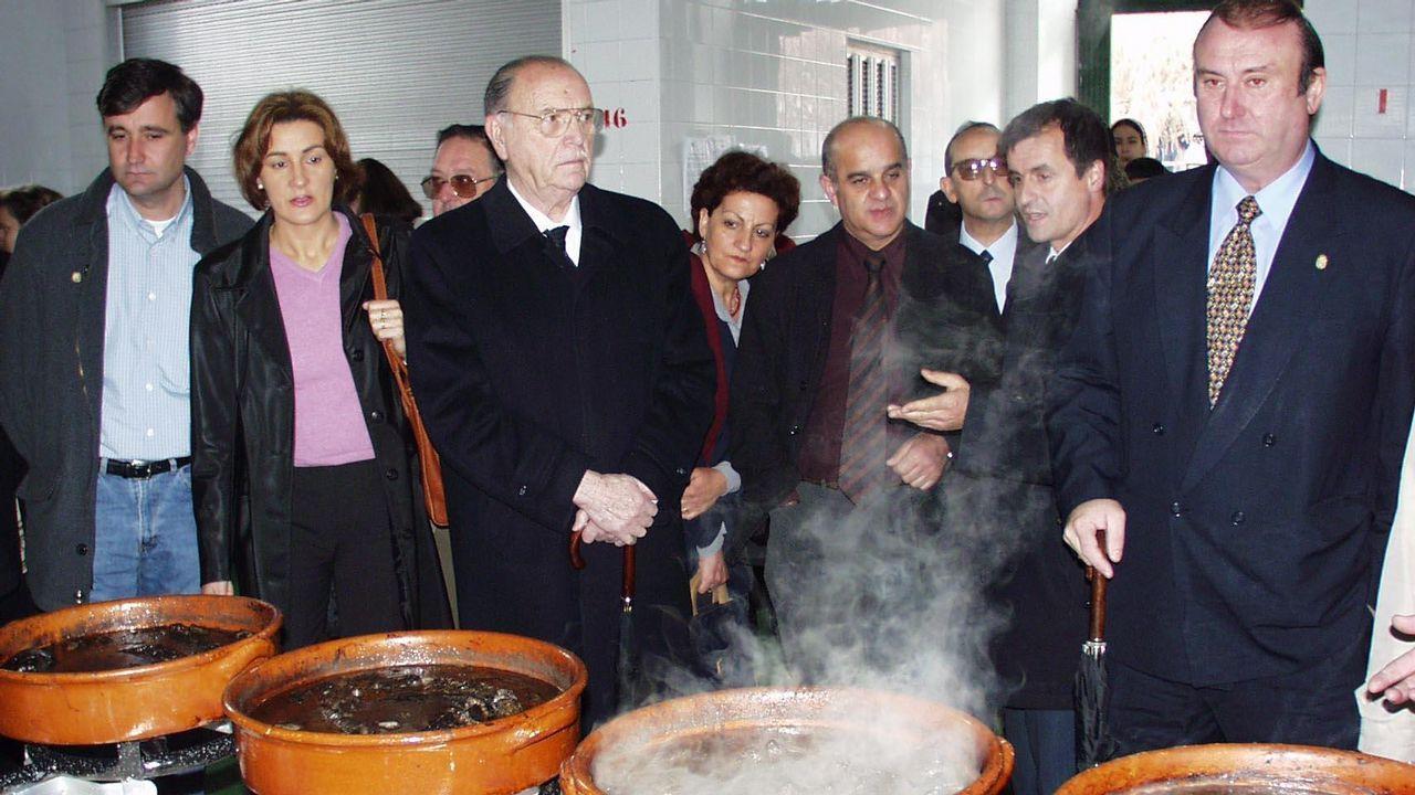 .El expresidente de la Xunta Gerardo Fernández Albor junto con el alcalde de Pontecesures Luis Álvarez Angueira y el de Rois, Enrique José Tojo Blanco.