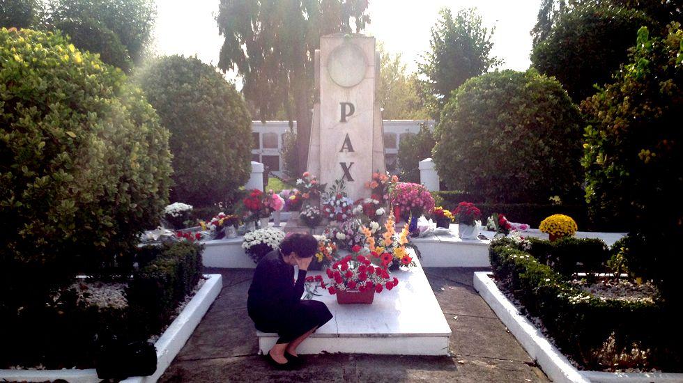 La vida vuelve a los cementeriospor Todos los Santos.Faustino Blanco