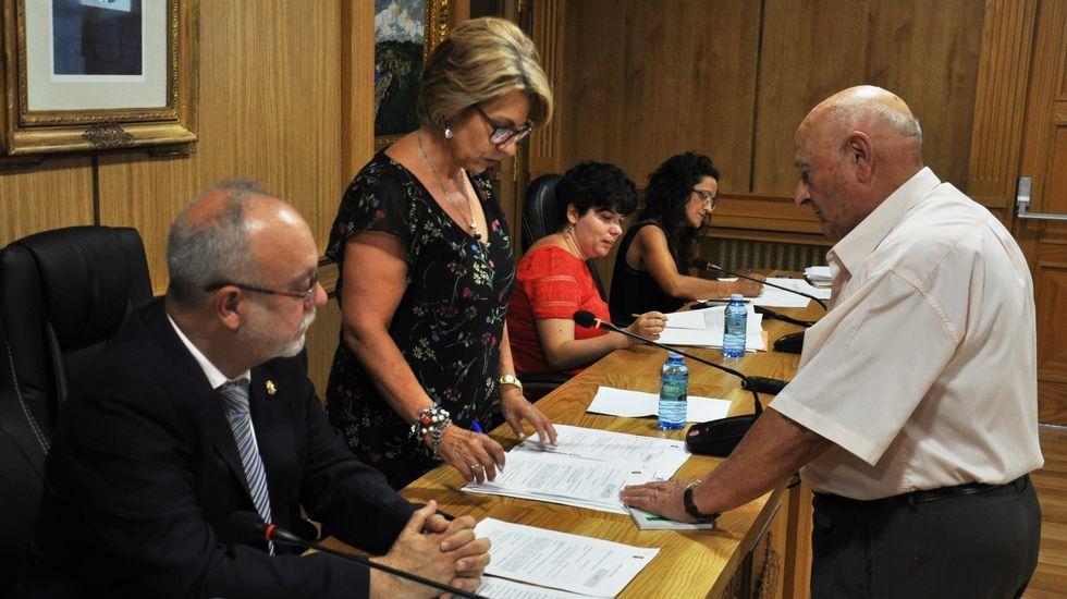 Cabas es elegido alcalde de Xinzo.Isidoro Sánchez niega los hechos de los que le acusan en la denuncia