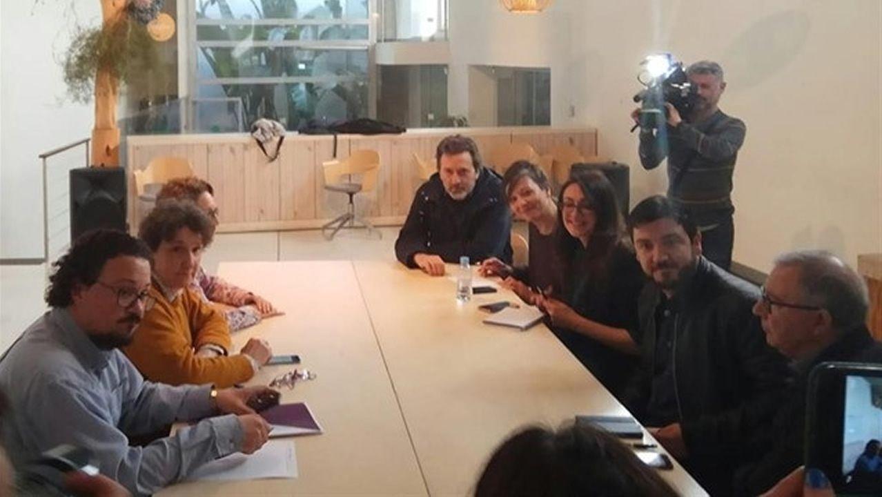 Independentistas increpan a Arrimadas en un acto en Vic.La exconsejera y número dos de JxCat por Barcelona a las generales, Laura Borrás, en un acto de campaña junto al presidente de la Generalitat, Quim Torra, y la esposa de este, Carola Miró