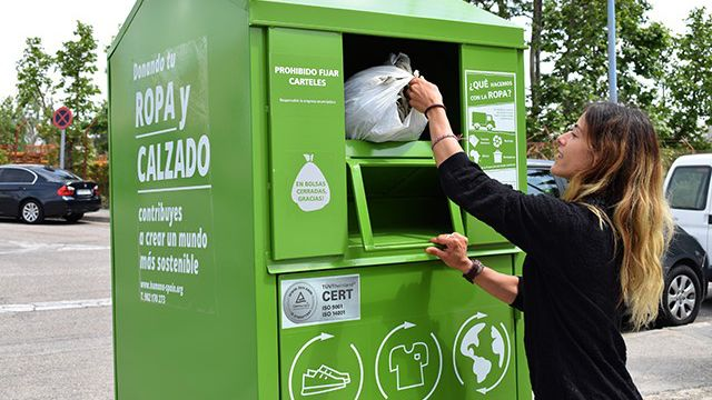 Mejores formas de reciclar.Contenedor Humana de ropa