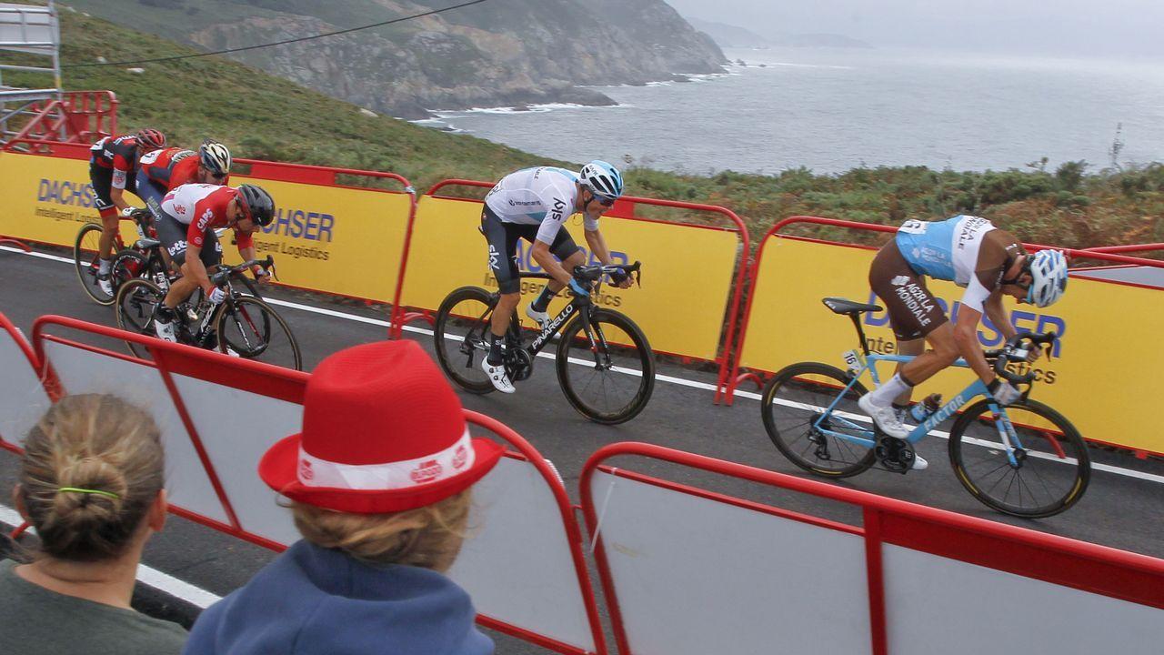 Ambientazo en Estaca de Bares con la llegada de La Vuelta.