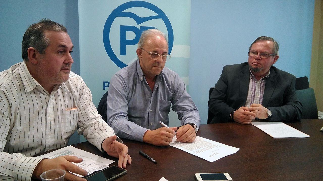 Segundo González (Podemos).FRANCISCO ZARRACINA ENTRE ALFONSO ARAUJO (IZQUIERDA) Y CONSTANTINO ÁLVAREZ (DERECHA)