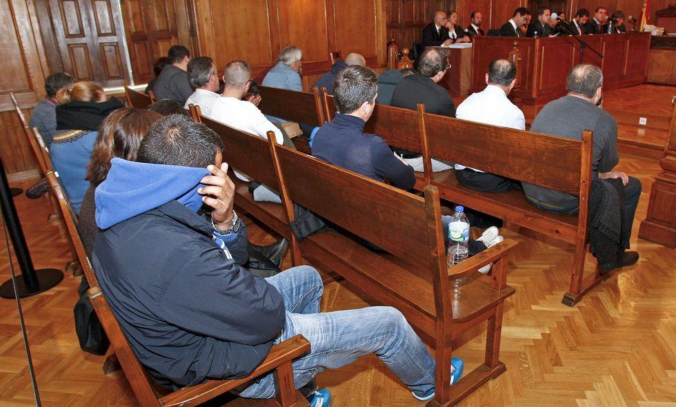 .El juicio se dilató tanto que los acusados llevan varias semanas sentándose en el banquillo.