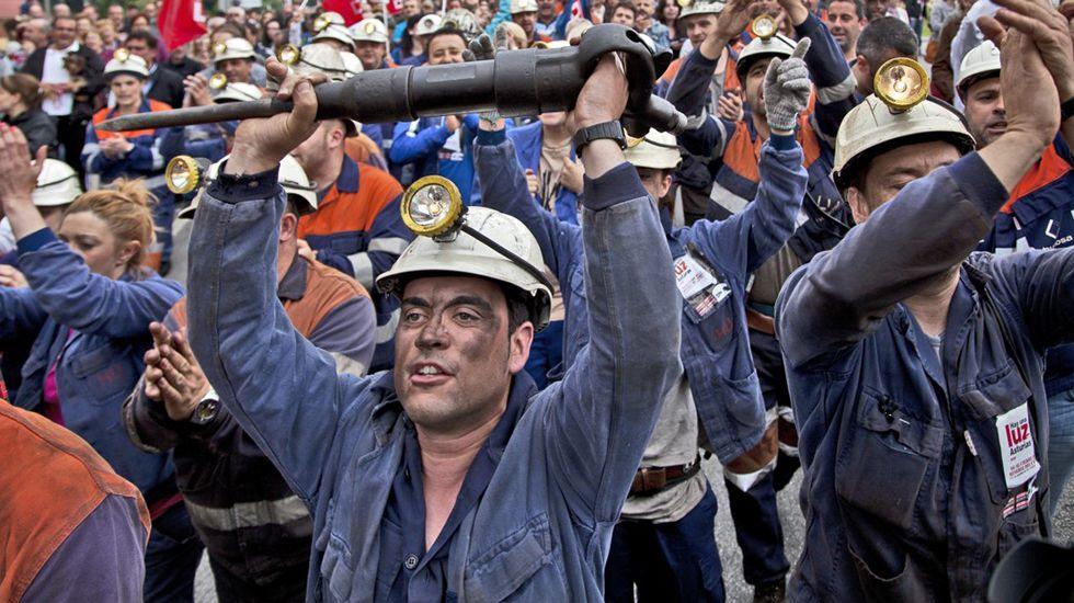 Manifestación en Langreo durante la huelga general de las cuencas mineras. 18 Junio 2012