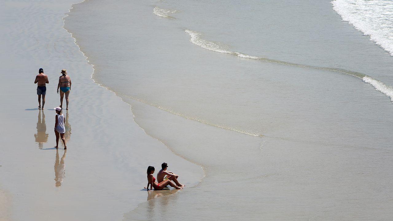 .Bañistas en la playa de A Lanzada