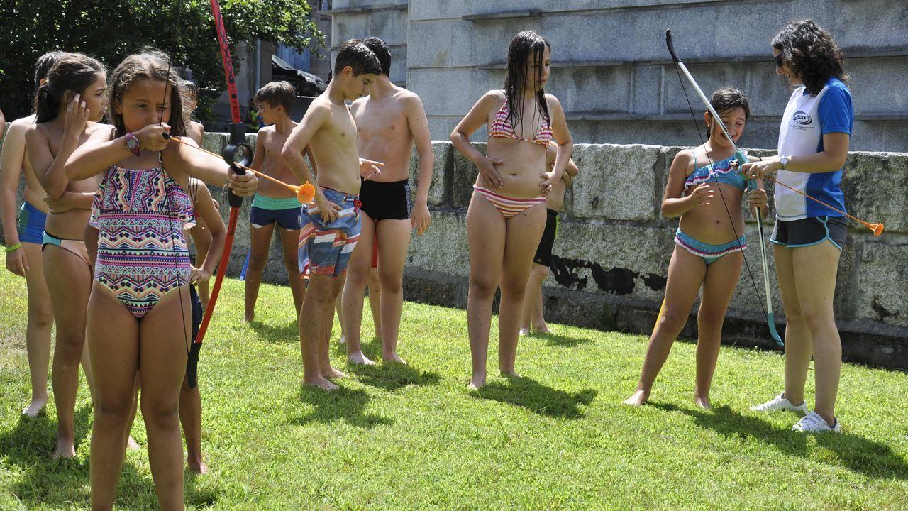 .Tiro con arco en la fiesta de clausura del campamento tecnológico en La Molinera.