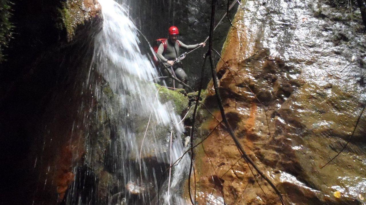 Descenso de barrancos en el cañón del río Carballido, en las cercanías de Folgoso do Courel