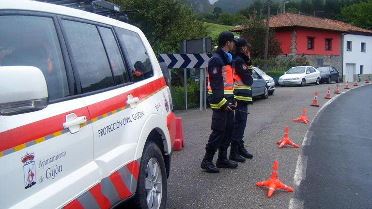.Voluntarios de Protección Civil en Gijón
