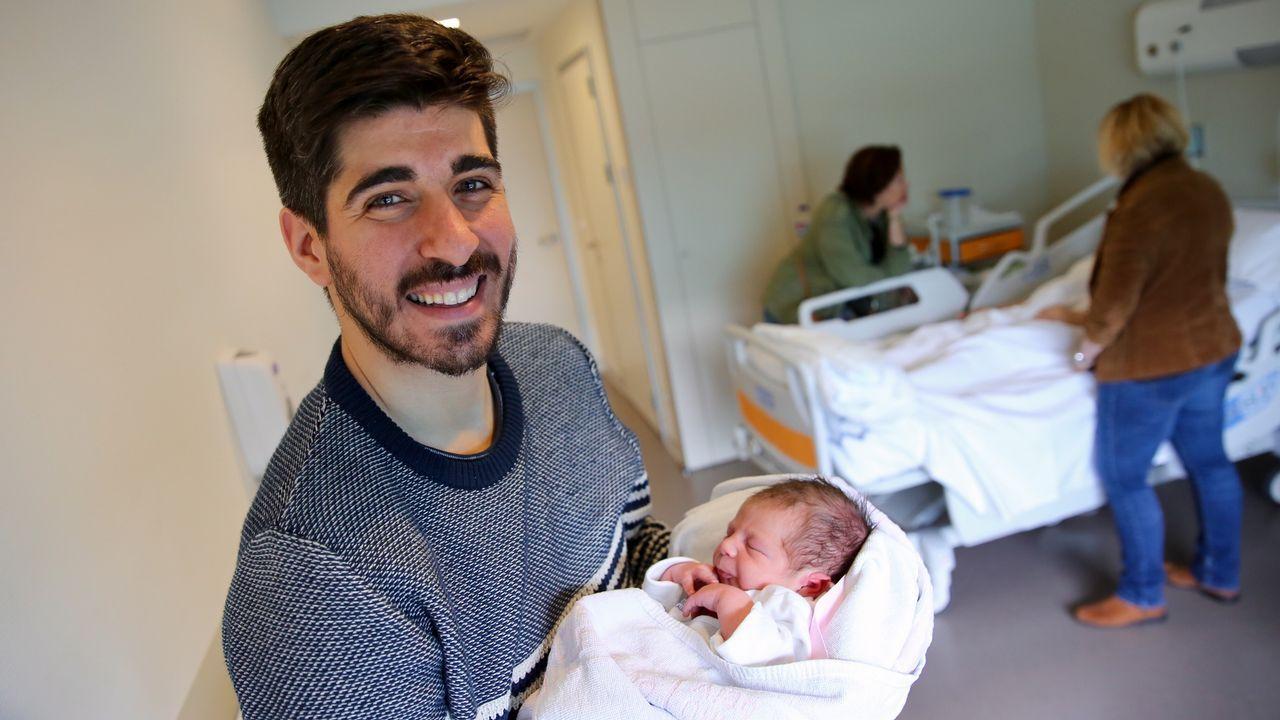Iago estrena el nuevo permiso de paternidad por 16 minutos.Miembros de la unidad de esclerosis múltiple del Hospital Álvaro Cunqueiro