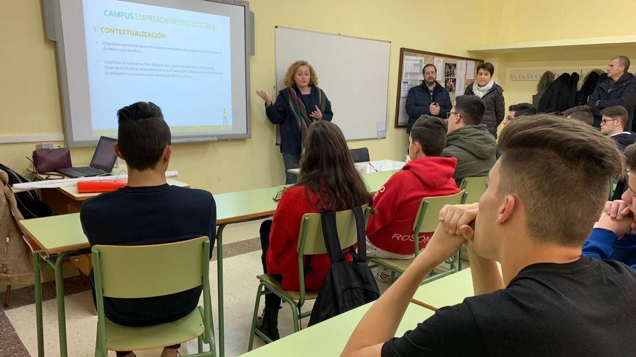 Galicia en alerta por la borrasca Helena.Pachi Vázquez dialoga con el alcalde de Ourense en presencia de Rogelio Martínez (centro)