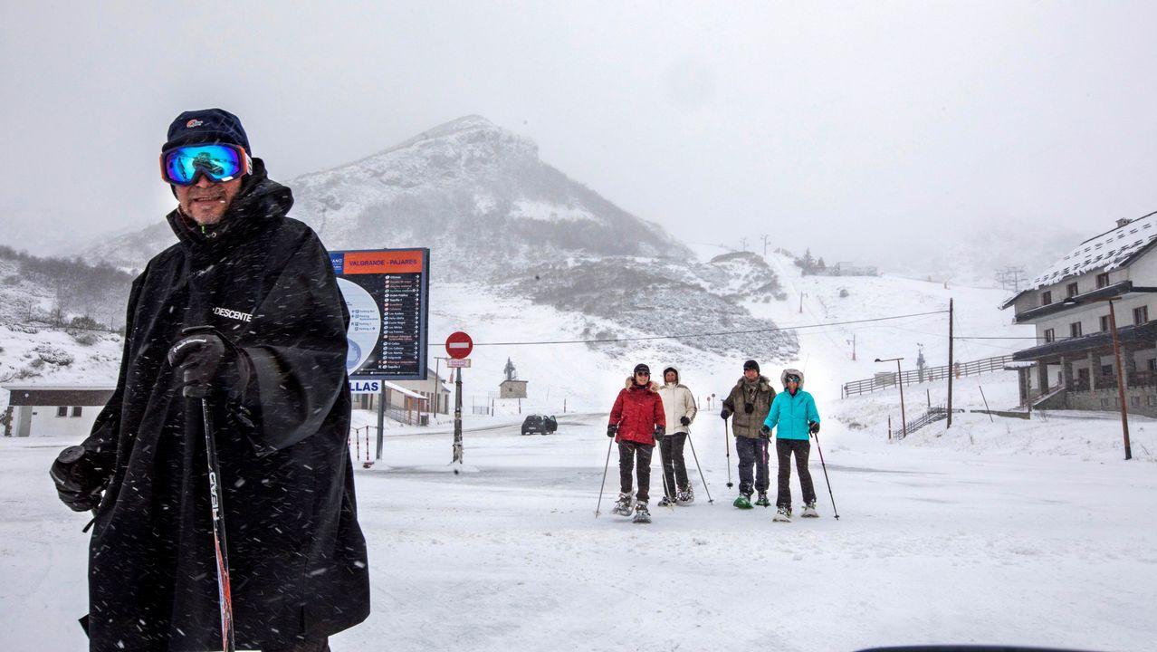 <br />Este fue el momento de la detención de los «destrozacoches» asturianos.Un grupo de esquiadores en la estación de Valgrande-Pajares, en medio de la nevada