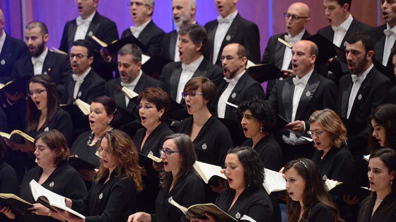 Los momentos que marcaron los 50 años de Felipe VI.Coro de la Fundación Princesa de Asturias