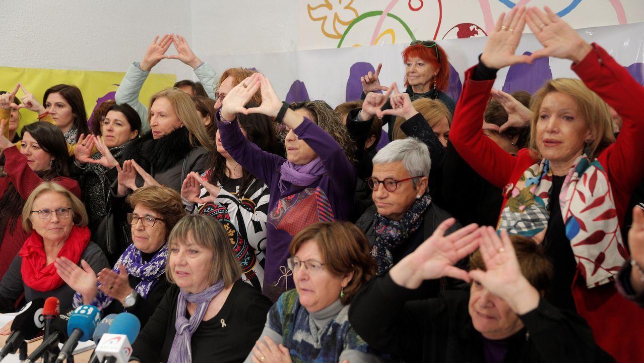 Presentación de la plataforma ?Feminismo, nin un paso atrás - Ourense? en el Liceo.Más de 60 organizaciones feministas presentaron hoy un manifiesto de repulsa hacia Vox