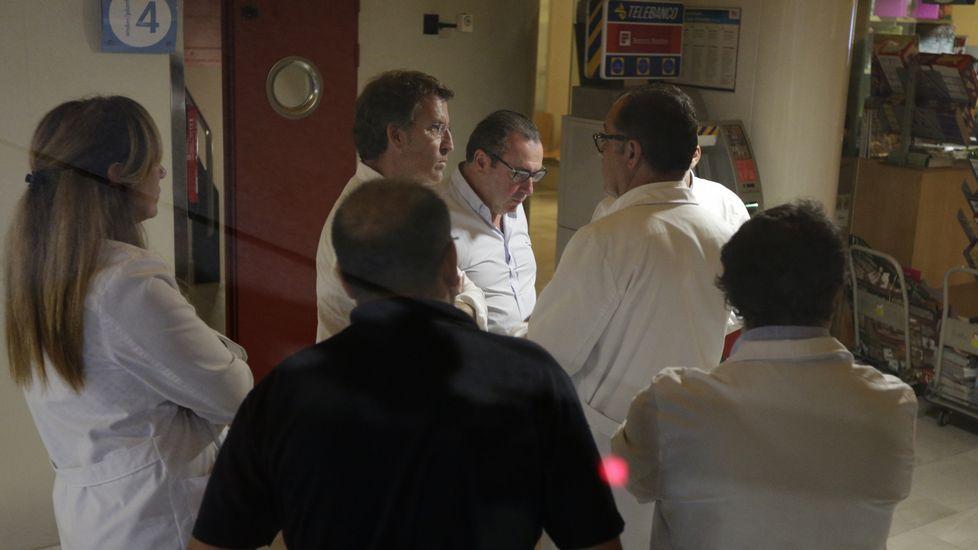Visita de Alberto Núñez Feijoo a los heridos ingresados en el CHUAC
