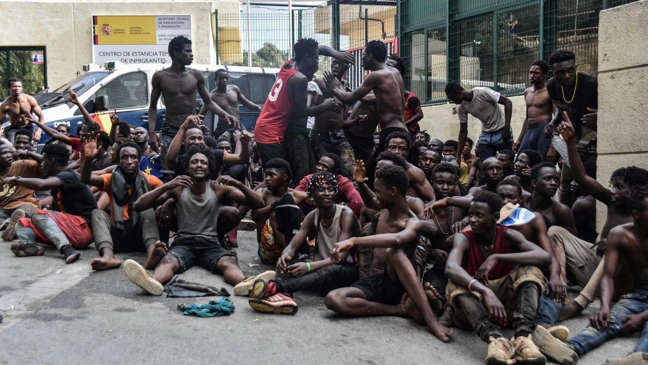 .Un grupo de inmigrantes en el centro de internamiento de Ceuta, la semana pasada