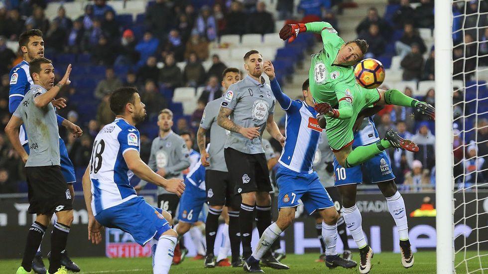 El Espanyol-Deportivo, en fotos.Durant se echa mano a la rodilla tras lesionarse en Washington