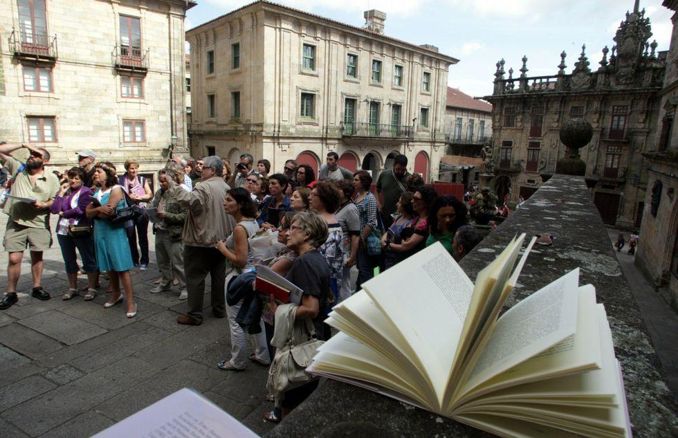 Recreación militar en la plaza de María Pita.La iniciativa hará, entre sus actividades, una liberación de libros o «bookcrossing» por la ciudad.