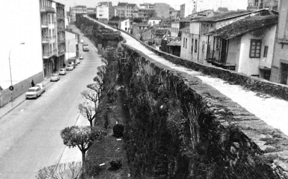 «La Hora del Planeta», un simbólico respiro para el medio ambiente.Imaxe da Muralla coa Tinería no ano 1972.