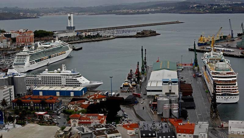 Triple escala de trasatlánticos en A Coruña