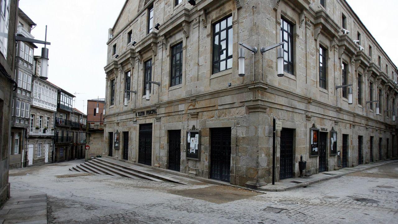 Desembarco de cruceristas en A Coruña.Valle-Inclán paseando por Santiago con un joven Domingo García-Sabell en los años treinta