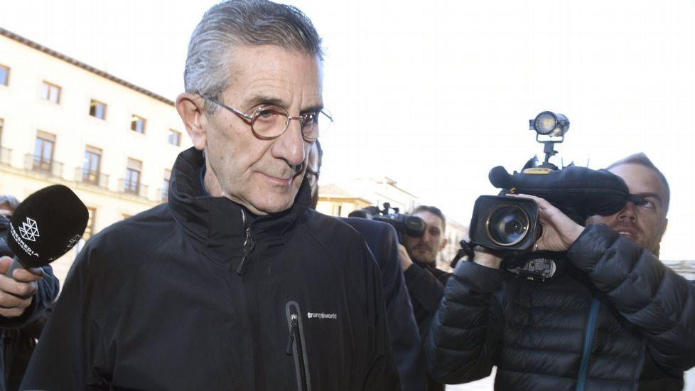 El responsable de finanzas del Vaticano, imputado por abusos sexuales a menores.El padre Román, a su llega al juicio