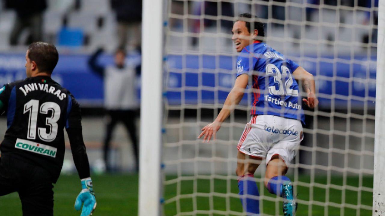 Steven gol Real Oviedo Granada Carlos Tartiere.Steven, tras anotar el gol de la victoria frente al Granada