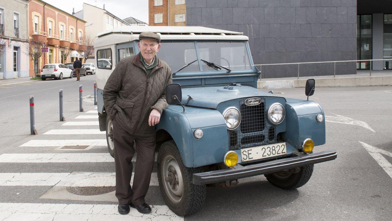 Los viejos Land Rover resisten.El IES Ramón Cabanillas de Cambados será uno de los centros reformados