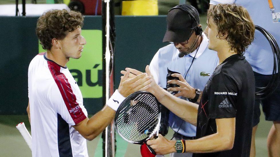 Alexander Zverev saluda a Pablo Carreño tras vencerle en la semifinal de Miami