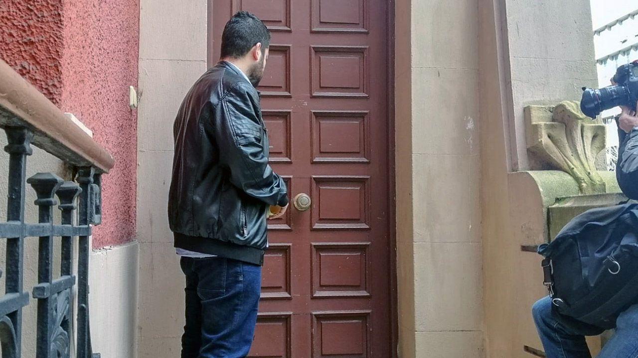 Trampas para ciclistas.El concejal Rubén Rosón llama a la puerta del palacete Sanatorio Miñor