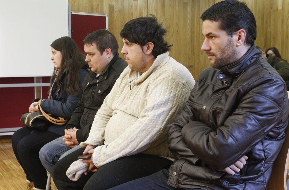 Los condenados, ayer en el banquillo de la Audiencia Provincial de Lugo.