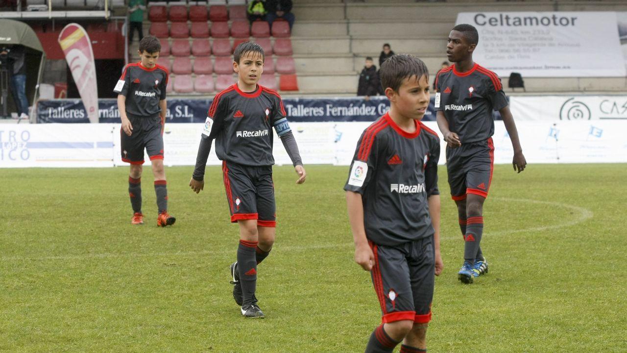 Míchel Salgado, «convencido» de que el Celta salvará la categoría.Lucas Torró celebra un gol con sus compañeros del Eintracht Frankfurt???