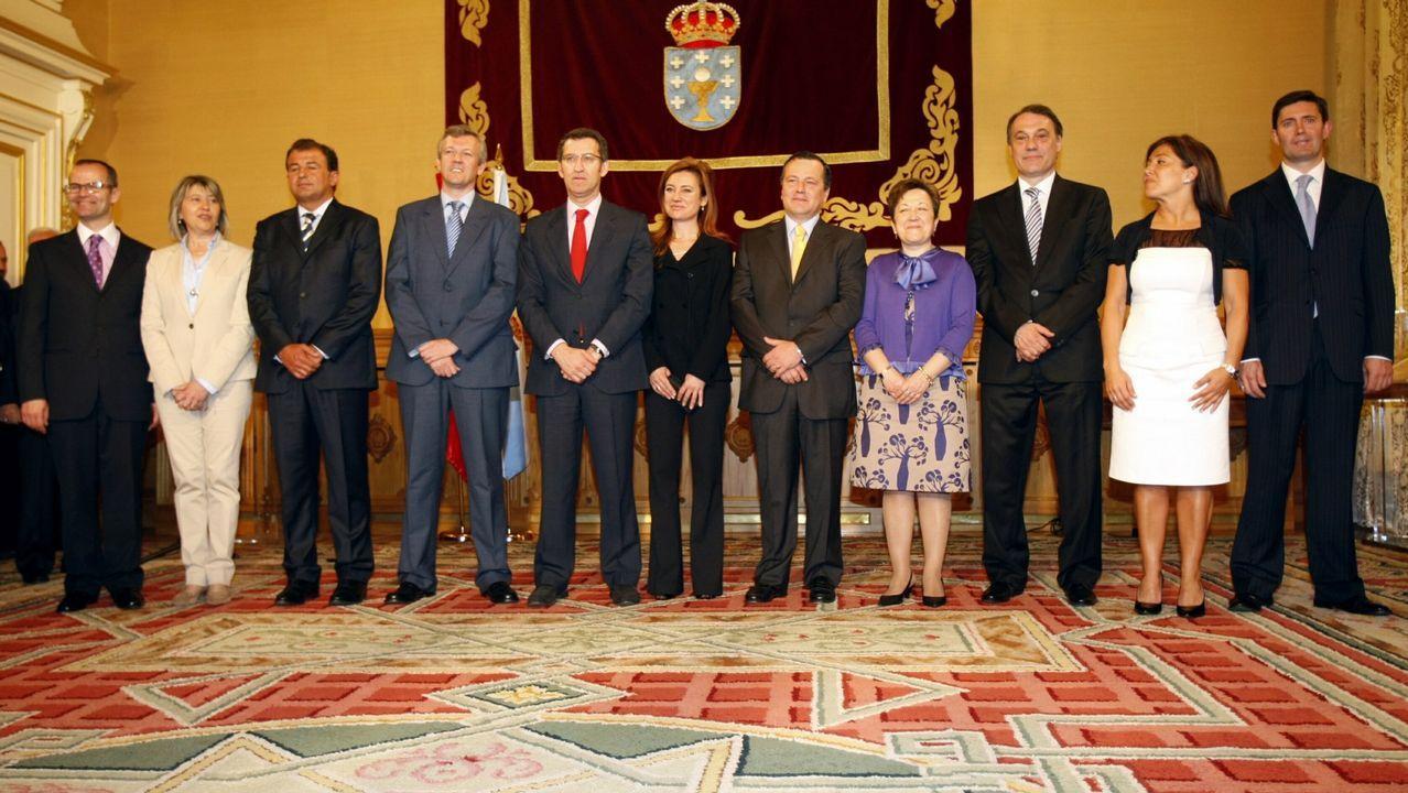 Con su llegada al Gobierno, Feijoo redujo el número de consellerías. En la imagen, en la toma de posesión de los nuevos conselleiros.
