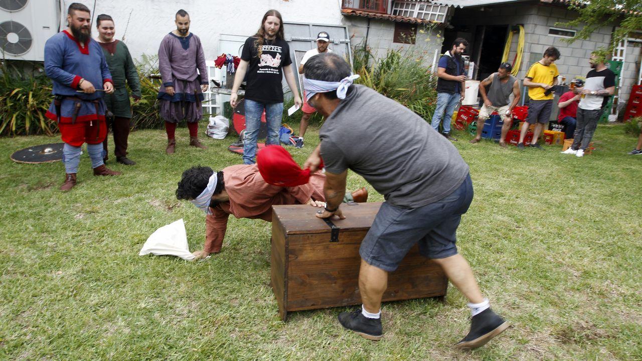 Así se jugaban los vikingos el botín.Protesta de médicos SAC