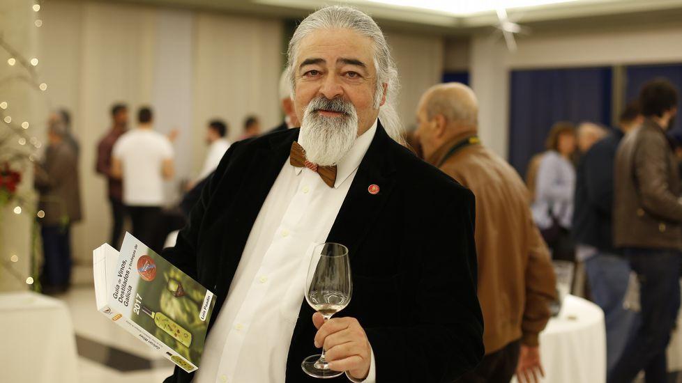 .Luis Paadin en la presentación de su Guía de Vinos
