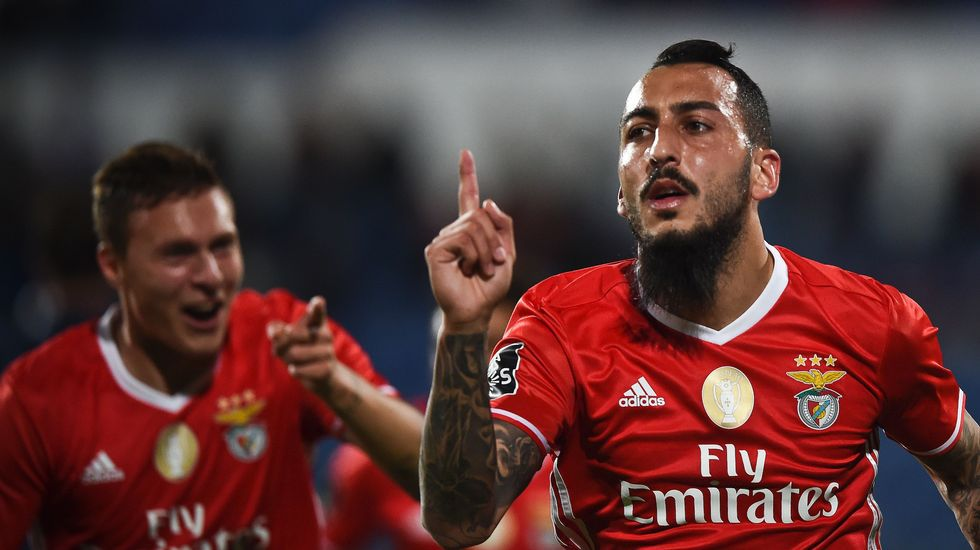 Mitroglou celebra un gol del Benfica esta temporada