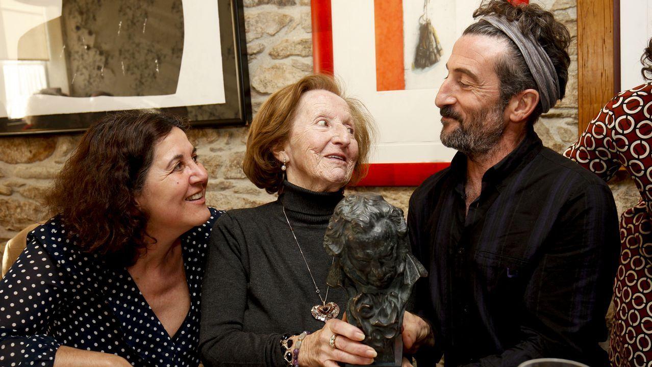 Un Goya para a tía Cefe no seu 89 aniversario.A actriz Cris Iglesias encarna a Lucía, unha moza de 25 anos que vai buscar ao seu irmán ao conservatorio