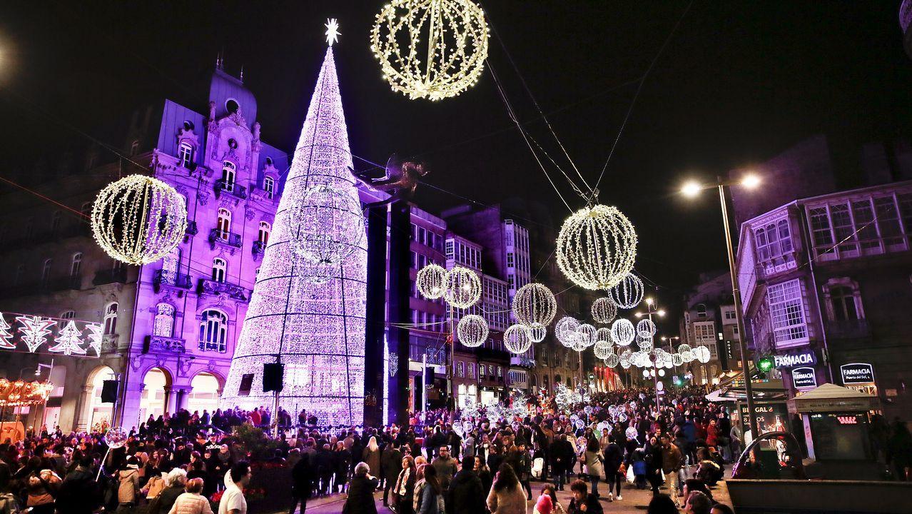 Lleno total para disfrutar del alumbrado navideño en Vigo.Arantxa Sánchez Vicario y Josep Santacana en una foto de archivo