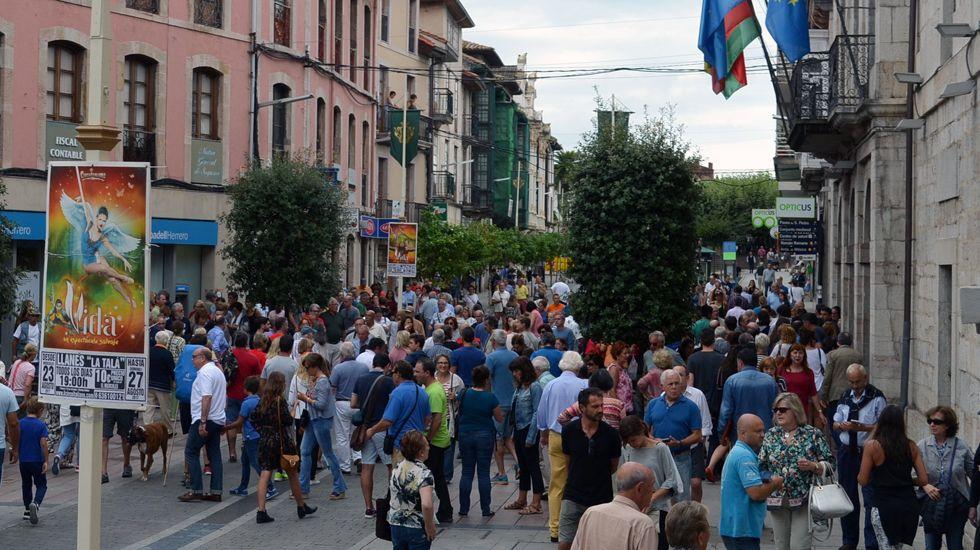 Concentración delante del Ayuntamiento de Llanes por los atentados en Cataluña.Concentración delante del Ayuntamiento de Llanes por los atentados en Cataluña