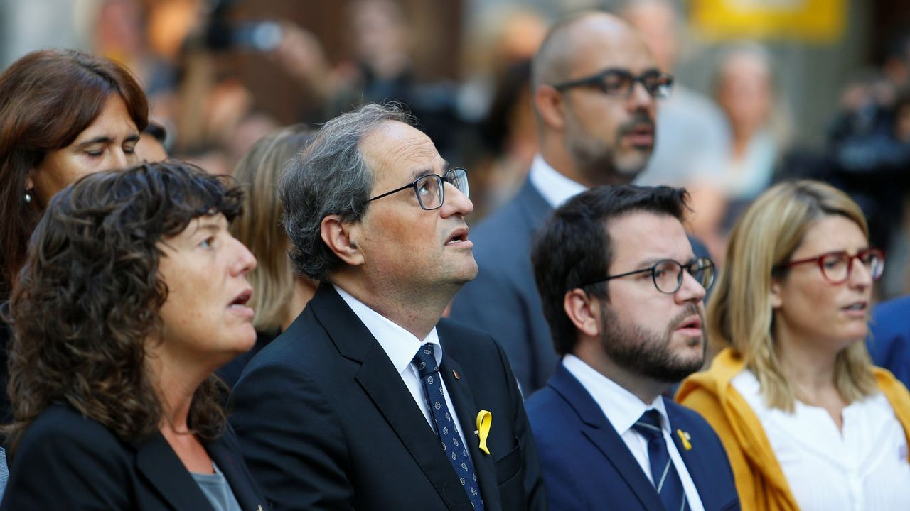 Ofrenda floral del Gobierno de Cataluña en el monumento de Rafael Casanova en Barcelona. En la imagen, entre otros, Quim Torra.